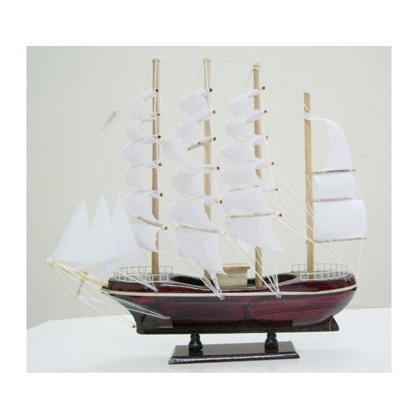 Thuyền buồm 4